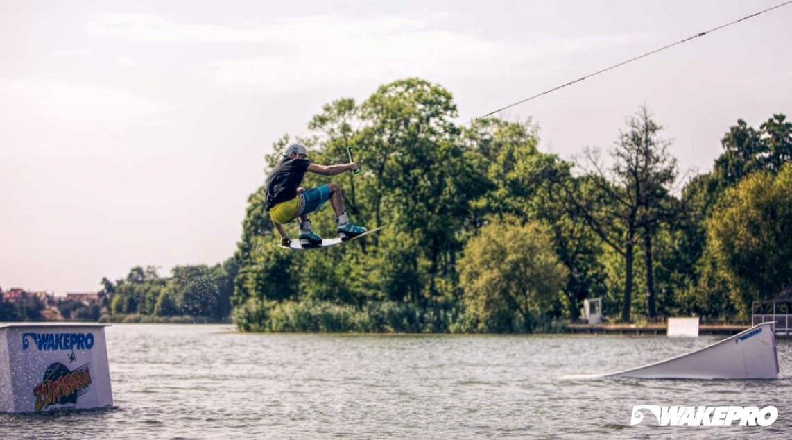 Wakepark is located 20km from Budapest and is equipped in 2-slope cable system. Obstacle: Kicker M.